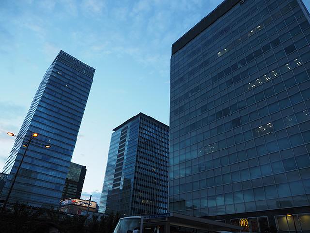 ヨドバシ側からUDX側の空を撮影